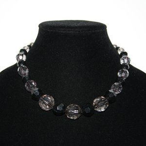 Beautiful black and gray beaded necklace adjust.